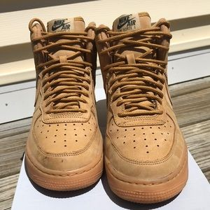 Air Force 1 High LV8 size 5Y. Good condition